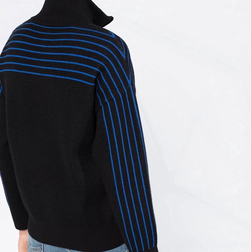 Säljer min coola tröja från Sandro. Köptes för att ha på ett skolfoto alltså endast använd en gång. Nypris: 2500kr . Stickat.