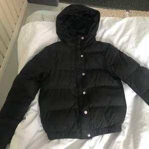 Säljer en jätte fin & skön vinter/vår jacka storlek S