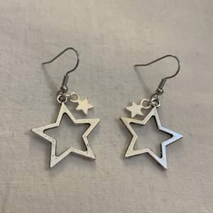 Superfina örhängen med stjärnor. Frakt på 12kr tillkommer. 💕 Inte äkta silver.