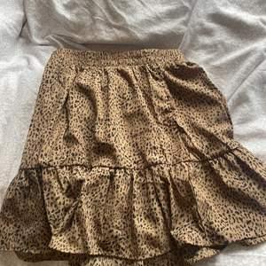 Säljer dessa super fina kjolar ifrån shein då dem tyvärr inte passade mig. Det är storlek S och jag är 163cm lång. Aldrig andvända och därmed i ny skick🥰säljer därmed dessa för 60kr styck