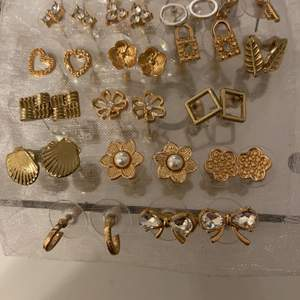 Flera sortiment av örhängen som är helt oanvända                                     Pris kan tas på meddelanden☺️