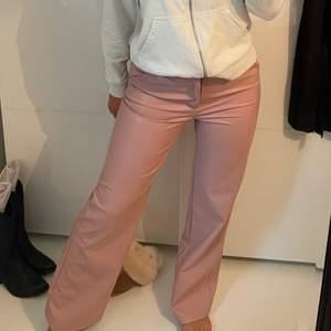 Skit snygga rosa fake läderbrallor från ASOS, köpts för två år sen men använda endast 1 gång