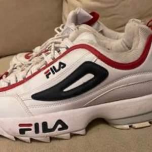 Fila skor i storlek 43. Sparsamt använda. Kan skickas, köpare står för frakten. Kan mötas upp i Östersund.