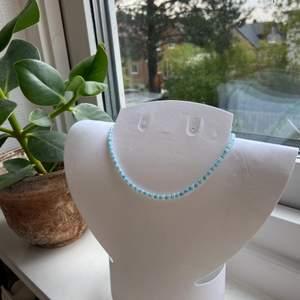 Pastell halsband - perfekt till sommaren 1 för 29kr  2 för 49kr 3 för 79kr + frakt Finns i färgerna på bilderna💗
