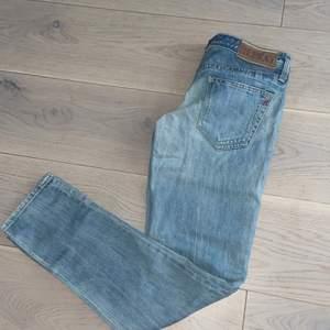 REPLAY jeans. Storlek 26/30. Har inga bilder på då de är försmå för mig.