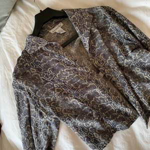 Trendig och snygg vintage blus i 100 % silke 🌼💫