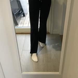 Säljer nu dessa underbara byxorna från Gina tricket. Dom är som nya använd få gånger.  I storleken M/S (det står M i dom men skulle säja en S) jag är 161 lång. 😍 Nypris: 230kr