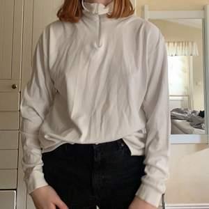 Säljer denna Zip-up tröja från Fila i storlek Medium❤️