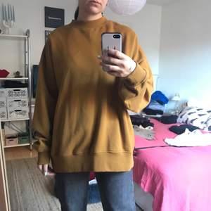 Sweatshirt i fint skick från Weekday i storlek S. Köparen betalar frakten på 66kr