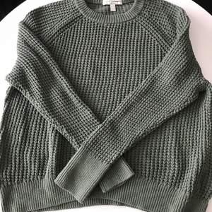 Mysig stickad tröja från espri som passar till de mesta. Tröjan är i fint skick och från esprits Egan märke. Stl M obs! Stor i storlek