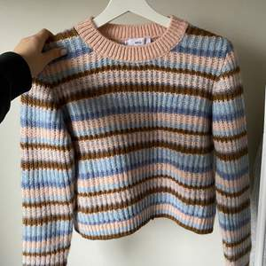 Så fin populär stickad tröja, as skön säljer för 200kr💗