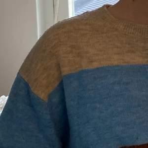 Stickad och färgglad tröja från HM