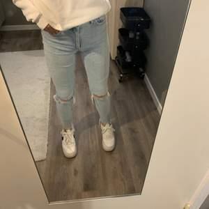 Väldigt stretchiga jeans från bik bok. Använts många gånger men är i fint skick.