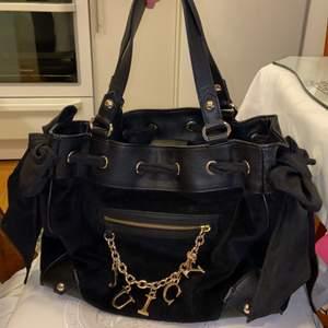 Ny väska från Juicy Couture köpt i usa har ej kvitto men den är inte använd och äkta 650kr