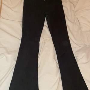 Bootcut jeans från gina i storlek M, använt 1 gång