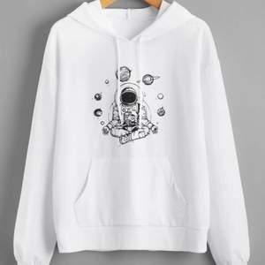 söt hoodie från shein i S, köpt för 159kr men säljer för 80kr, köpare står för frakt
