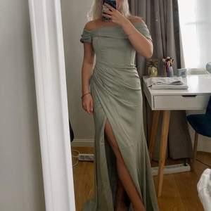 Intressekoll på denna balklänning från Asos. Har bestämt mig för en annan och kan inte returnera längre. Strl 36💞 Helt ny och slutsåld på asos hemsida! Nypriset låg runt 1100