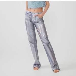 Dessa balla jeans från zara som jag köpte på Plick men inte fick användning för! Dem är avklippta men passar mig perfekt och jag är cirka 173cm! Högsta bud 400kr🐱