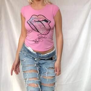 Supersnygg rosa T-shirt saknas några stenar men inget som märks