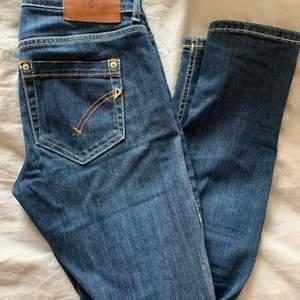 Supersnygga dondup jeans, snygg blå tvätt med avbrytande sömmar, jättebra skick, storlek 27