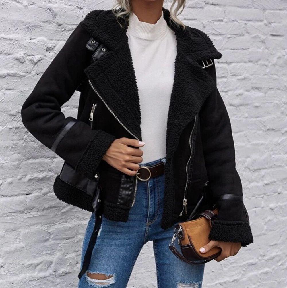 Säljer en oanvänd jacka från shein. Kunde inte returnera och därav säljer jag den. Storlek på jackan är xs. Vid mer frågor skriv pm ☺️. Jackor.