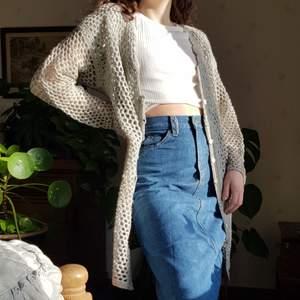 Vintage lång handgjord cardigan i ull. 🦋🦋💎       Passar XS-M. Mintblå färg. I fint skick. Först till kvarn! 💫+frakt 66kr