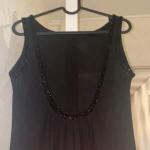 En lång balklänning eller till bröllop eller fest 😍... Aldrig aldrig använd. Storlek S/M