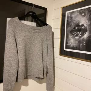 Stickad tröja från samsoe samsoe✨✨ as fin i bra skick. Fraktar bara 🤍🤍 tröjan är lite oversized på mig som är S