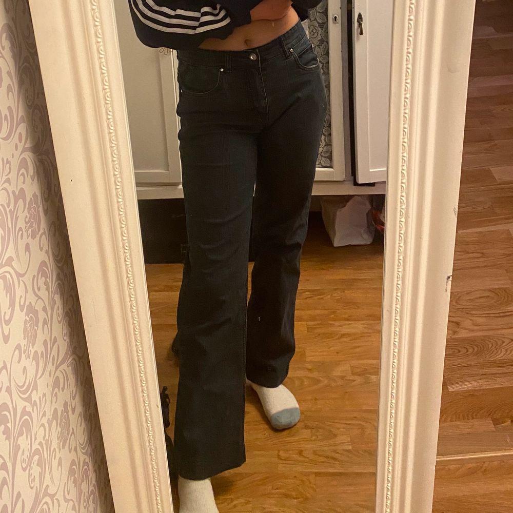 Skit snygga jeans i storlek 36 men dem passar mej perfekt som har S och är 165cm lång. Dem är skit bekväma. 70kr+Frakt. . Jeans & Byxor.