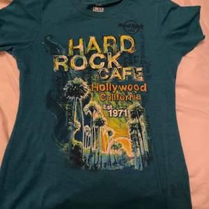 Jättefin hard rock café tröja köpt second hand som knappt är använd:)