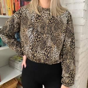 croppad oversized tröja från Zara i storlek S, fint skick, köparen står för frakten