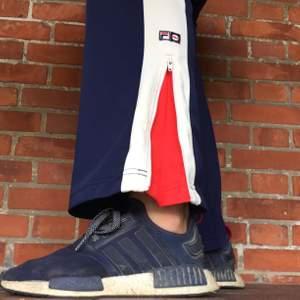 Sååå snygga och sköna brallor från FILA. Lite noppiga uppe vid fickorna (se sista bilden), men det syns knappt och går bort med en noppmaskin! ☄️