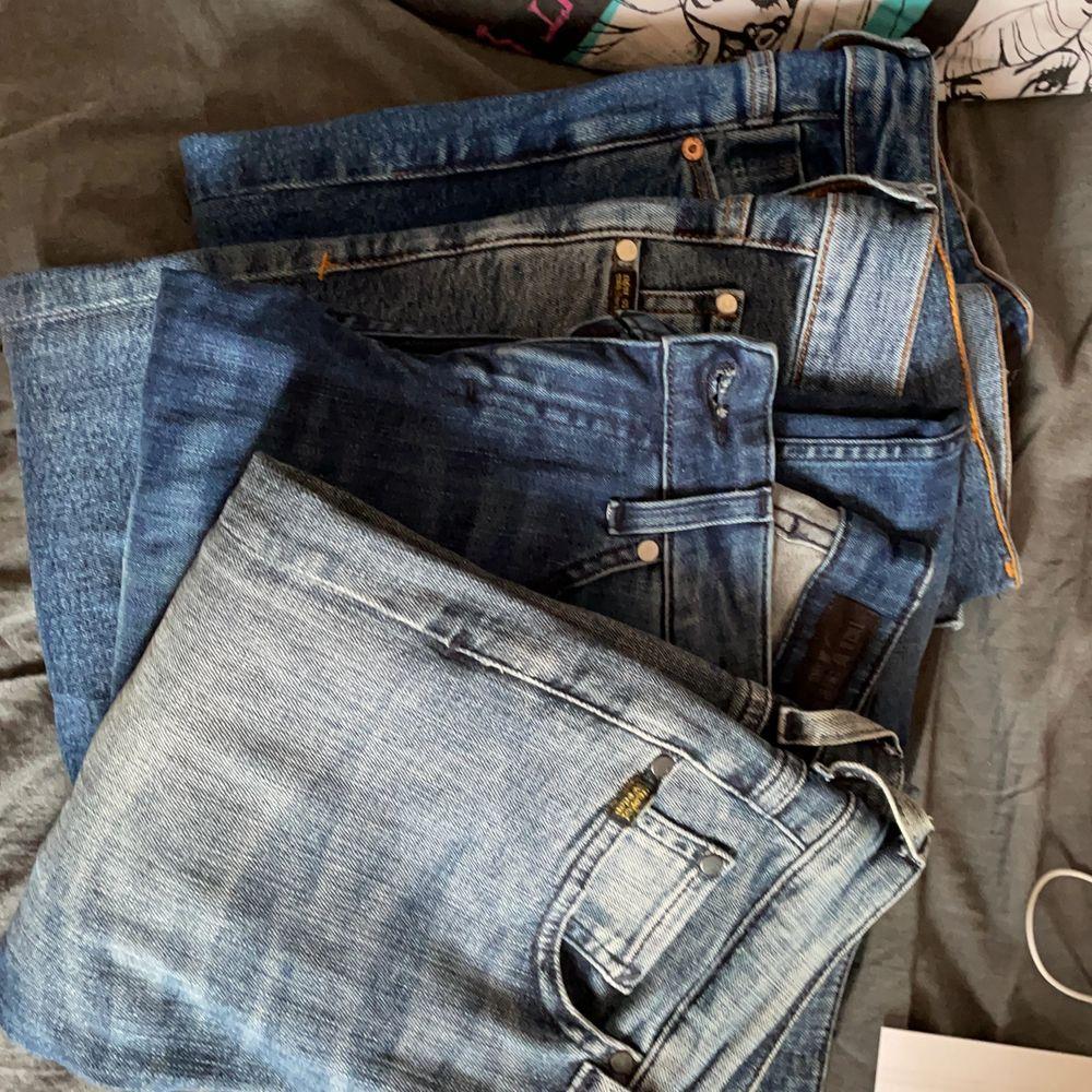 Nästan helt oanvända jeans. Styck för 80kr. Vill ni ha bild på nån av dem skriv privat!. Jeans & Byxor.