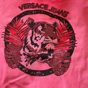 En äkta Versace tröja aldrig aldrig använd fel i färg vid beställning