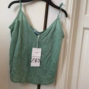 Oanvänt grönt linne från zara i linne✌🏼 Köpt för 120 kr, säljer för 59 kr exklusive frakt 🚚