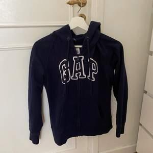 Jättefin, mörkblå zipup hoodie från Gap❤️