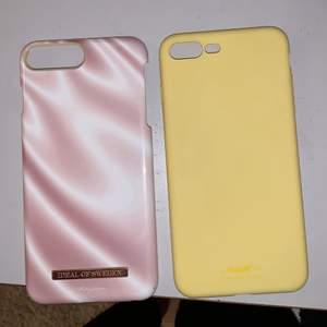 Två jättefina skal till iPhone 7/8 plus. Ett gult från holdit samt ett rosa skal från Therese Lindgrens kollektion med ideal of Sweden. Kan inte använda dom längre då jag har en ny mobil. Den gula har en liten defekt nere i hörnet men är annars oskadd. Därav att det kostar 50kr inkl frakt medan det rosa kostar 50kr + 20kr frakt🥰