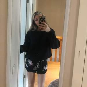 Jättefin playsuit i storlek 36. Är så snygg att matcha med en tröja över.