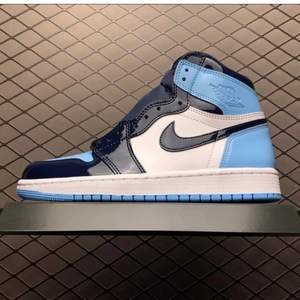 Tänkte sälja mina Jordans 1 mid💚köpta från en annan här på Plick⚡️budgivning gäller