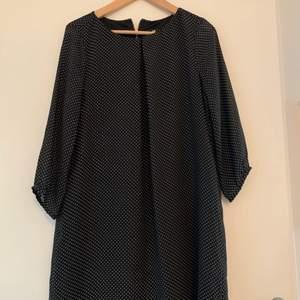 Jättesöt prickig klänning! NY, ordinarie pris 250kr