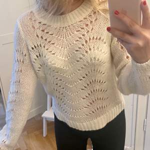 Så söt vit virkad tröja. Superfint med bralette under, fint skick! ☁️ passar xs-s