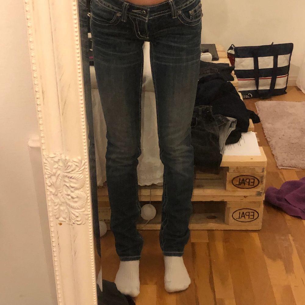 As snygga lpgmidjade missme jeans w.25 längd 32/43 . Jeans & Byxor.