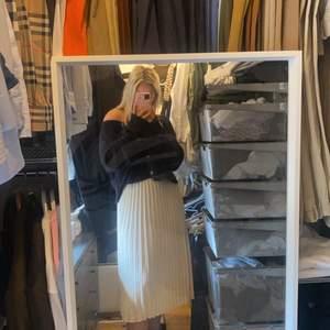Säljer denna super snygga kjolen aldirg använd