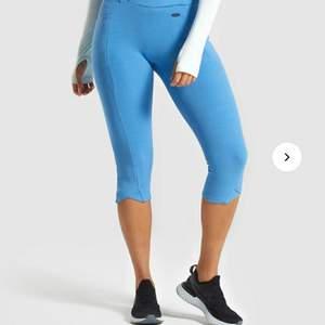 Några blåa tights från gymshark! Säljer för de inte kommer till användning och är för stora för mig! Aldrig använda! Väldigt bra skick! Frakt tillkommer!