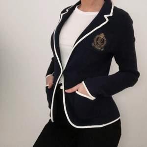 Äkta tröja från Ralph Lauren. Säljes då jag aldrig använder den och den förtjänar att komma till användning ☺️🌸 strl S men passar även M.  240kr + frakt ❣️