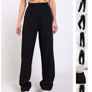 Jätte fina och sköna svarta kostymbyxor från Madlady. Storlek XS, använd ett fåtal gånger. Nypris:500kr.   Mitt pris: 299+ frakt
