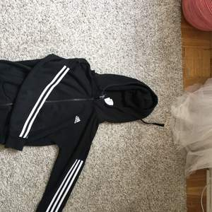 Snygg svart adidas tröja