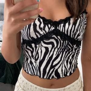 Säljer detta zebra linne, då jag inte använt det så mycket💞 70kr + 30kr frakt