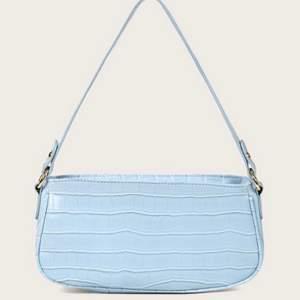 ljusblå superfin baguette väska! nyskick! ✨