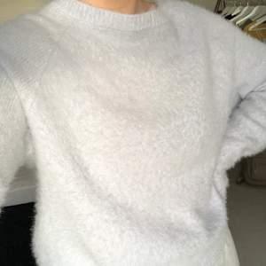 Världens mysigaste tröja köpt på New Yorker, så gosig men kommer ej till användning. Strlk XS